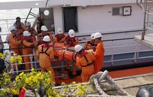 Vượt sóng cứu thuyền viên Thái Lan bị đột quỵ trên biển
