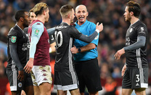 Thắng nghẹt thở Leicester, Aston Villa vào chung kết League Cup