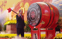 Phó Thủ tướng Thường trực Trương Hòa Bình đánh trống khai hội chùa Bái Đính