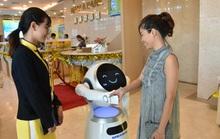 Sếp ngân hàng kể chuyện đưa robot vào tiếp khách