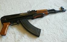 Điện thoại gọi người thân đến rồi dùng súng AK bắn 3 phát vào người để tự tử