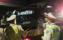 Nam tài xế chốt cửa ôtô bỏ đi, đổ cho người phụ nữ cầm lái sẽ bị phạt 35 triệu đồng, tước GPLX 23 tháng