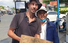 Phú Quốc xuất hiện nhiều người nước ngoài đeo bảng xin tiền