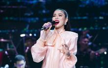 Lệ Quyên bật khóc trước 4.000 khán giả Hà Nội