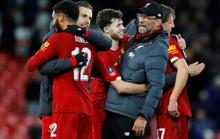 Người nhện rực sáng, Liverpool quật ngã Everton trận derby