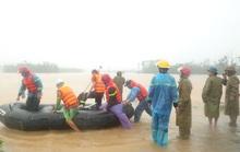 Khẩn cấp cứu người trong mưa lũ