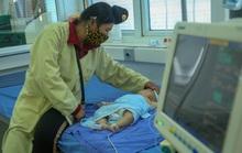 Vụ bé gái tử vong sau tiêm vắc-xin: Thêm nhiều trẻ nhập viện