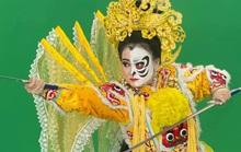 Độc đáo hình ảnh mặt nạ tuồng ở phố đi bộ Nguyễn Huệ