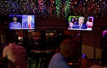Hai ứng viên tổng thống Mỹ đấu khẩu từ xa