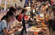 Tân sinh viên Trường ĐH Ngân hàng TP HCM nhập học vượt chỉ tiêu