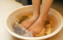 Cách trị nước ăn chân mùa mưa?