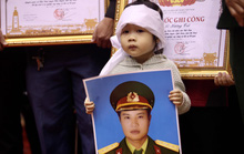 Hình ảnh xúc động lễ truy điệu 22 cán bộ, chiến sĩ hy sinh ở Quảng Trị