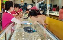 Giá vàng hôm nay 24-10: Tiếp tục giảm, các ngân hàng trung ương bán ra