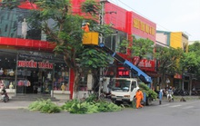 Xót thương người đàn ông nghèo giúp dân đốn cây chống bão số 8, té ngã nhập viện