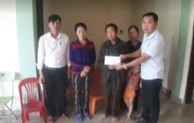 Thăm hỏi, trao quà của bạn đọc Báo Người Lao Động cho người thân 3 công nhân gặp nạn tại thủy điện Rào Trăng 3