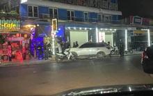 Gần 100 dân chơi trong quán bar được đưa về trụ sở công an trong đêm