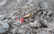 Hàng loạt bom đạn khủng lộ thiên sau mưa lũ ở Quảng Trị