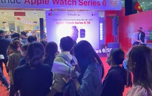 Xếp hàng rồng rắn chờ mua Apple Watch