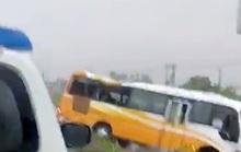 Xe khách tông dải phân cách trong mưa lớn, 2 người tử vong tại chỗ