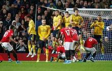 Lo Arsenal yếu vía ở Old Trafford