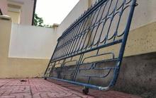Sập cánh cổng trường giờ ra chơi, nữ sinh bị thương nhập viện cấp cứu