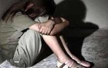 Tạm giữ hình sự  gã thanh niên nhiều lần hiếp dâm bé gái 8 tuổi