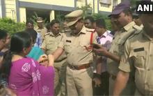 Ấn Độ: Cưỡng hiếp không được, đổ xăng thiêu sống bé gái