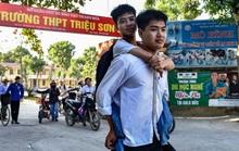 Nam sinh 10 năm cõng bạn sẽ được miễn học phí tại Trường ĐH Y Thái Bình
