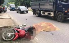 Đi xe máy từ đường nhánh ra va chạm với xe tải, người phụ nữ tử vong