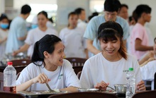 BỮA ĂN CHO CÔNG NHÂN RẤT QUAN TRỌNG (*): Quyết liệt với bữa ăn giữa ca