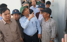 Thủ tướng Chính phủ thị sát, thăm hỏi người dân vùng bão lũ Quảng Ngãi