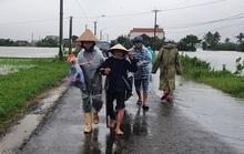 Phú Yên: Vội vã chạy lũ sau bão số 12
