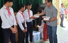 Chương trình Trái tim Miền Trung: Trao 5.000 cuốn vở cho học sinh Đắk Glei