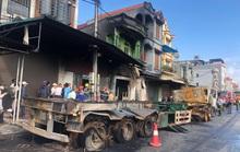 Tai nạn giữa 2 xe đầu kéo khiến 1 tài xế tử vong, 3 nhà dân bị cháy