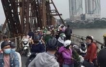Cãi vã với phụ nữ, một người đàn ông bất ngờ nhảy cầu Long Biên