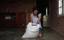 Vụ Bớt xén gạo cứu đói dân nghèo: Thị trấn nói 1 nơi, huyện nói 1 nẻo!