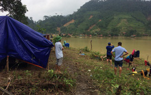 Quảng Bình: Núi lở, nước lũ vào nhà, bộ đội giúp dân dựng lều trên đồi tránh trú
