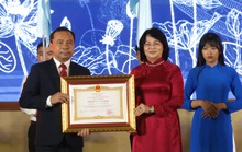 ĐHQG TP HCM nhận danh hiệu Anh hùng Lao động thời kỳ đổi mới