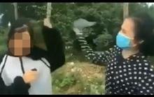 Nữ sinh lớp 12 bị bạn cầm mũ bảo hiểm đánh liên tiếp vào đầu, bắt quỳ gối xin lỗi