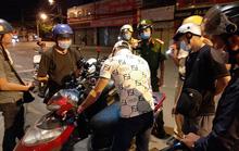 Người đàn ông nước ngoài lao ra giữa đường chặn xe, hành hung công an