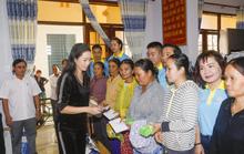Thực hiện lời hứa, Trịnh Kim Chi mang 2,36 tỉ đồng đến  bà con vùng lũ