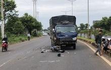 Chạy ngược chiều tông vào xe tải, người chết, xe máy bể nát