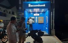 Bị vợ truy hỏi, nam thanh niên vác búa đập máy ATM vì tội trừ tiền sai (?!)