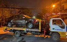 CLIP: Tài xế ôtô bán tải có hơi men lao xe vào nhà dân, tông sập cửa kéo