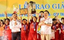 Khoảnh khắc đăng quang ngôi vô địch của đội nữ TP HCM 1