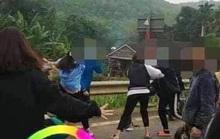 """2 nhóm nữ sinh lớp 10 lên Facebook thách đấu, """"choảng"""" nhau loạn xạ bằng mũ bảo hiểm"""