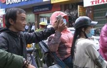 Bị cướp điện thoại khi ngồi xích lô dạo TP Huế chụp ảnh