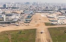 Bay kiểm tra đường băng vừa nâng cấp của sân bay Tân Sơn Nhất