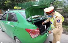 Phát hiện xe taxi chở 26 kg thuốc nổ được ngụy trang trong bao tải
