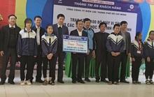 EVNHCMC tặng 100 bộ máy tính cho các trường học tại Quảng Bình